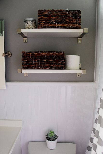 Updating an old bathroom with graoutable peel and stick tiles (15)