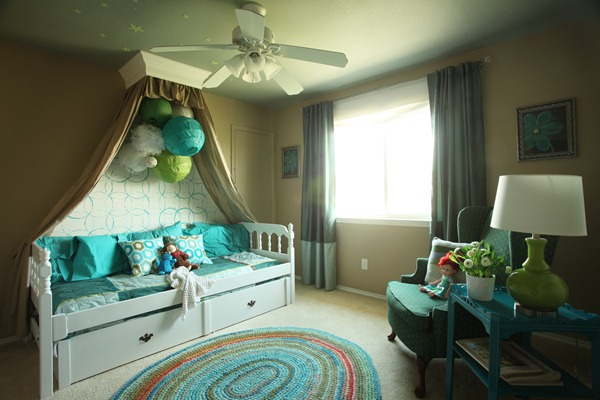 Girls-Bedroom-with-stenciled-wall-and-crown-cornice-canopy-bed-blue-and-green-4.jpg