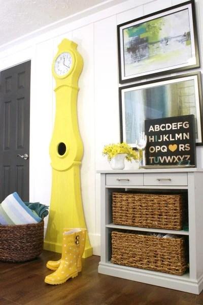 Build-a-Swedish-clock-tutorial-Yellow-Swedish-clock-national-painting-week-9-400x600