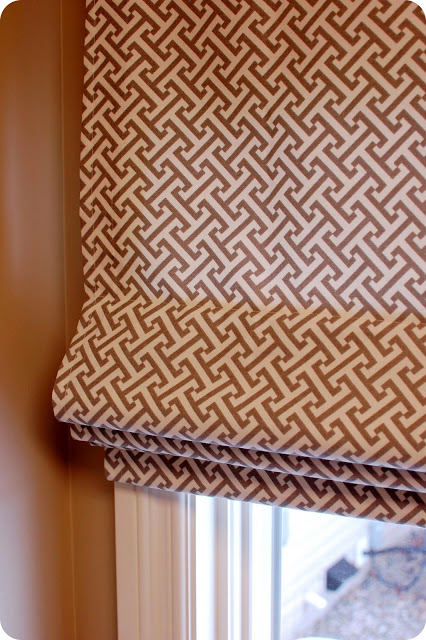 fully operational roman window shade tutorial, 33 Shades of Green on Remodelaholic