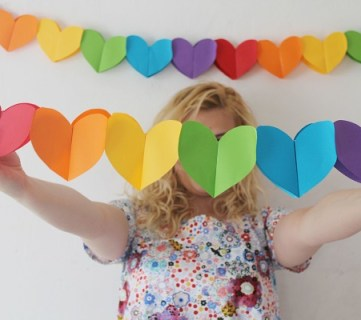 DIY Foldable Heart Garland