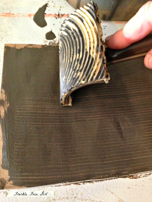 use faux bois tool for wood plank paper floor, Freckle Face Girl for Remodelaholic