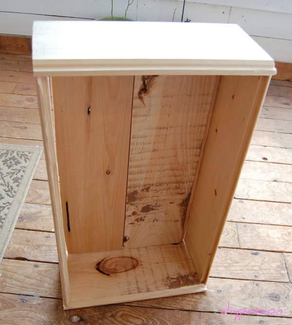 assembling an underbed rolling storage crate, DIY Passion on Remodelaholic