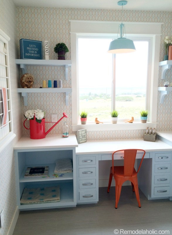 Laundry/ craft room!  Wall paper!
