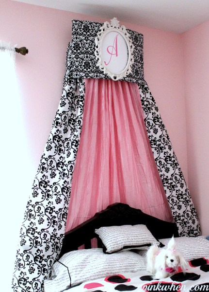 black-and-white-crown-cornice-pink-when