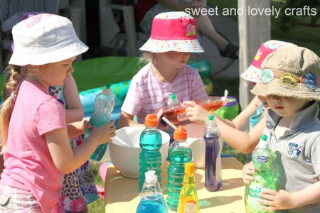tipsaholic-water-play-date-sweet-and-lovely-crafts on Remodelaholic