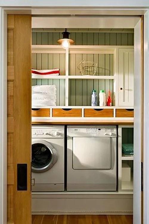 Salle de lavage Beach vibe pleine de rangement supplémentaire et de charme en vedette sur Remodelaholic.com