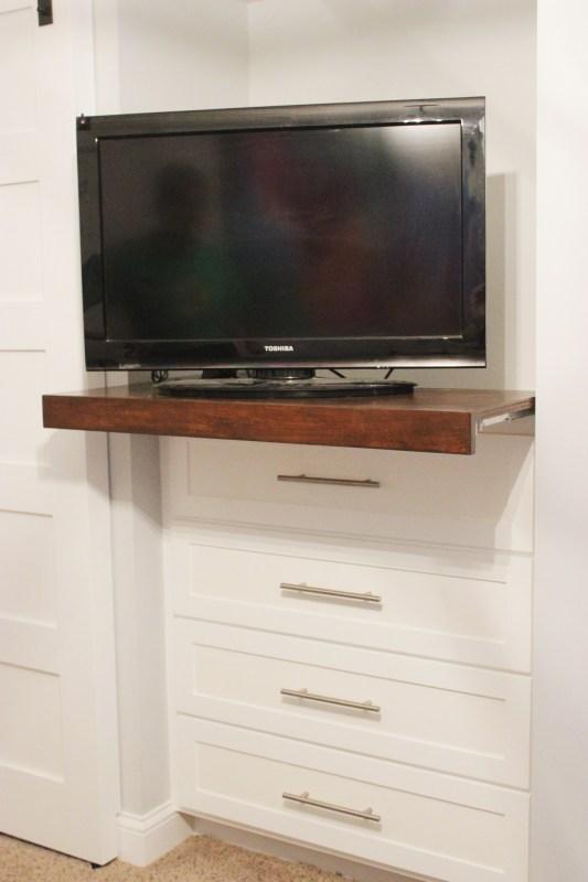 How to build a Sliding TV Platform | Home Coming for Remodelaholic.com