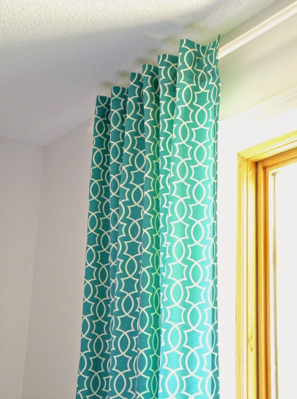 how to make simple back tab curtains in a modern retro pattern, Dans le Lakehouse on @Remodelaholic
