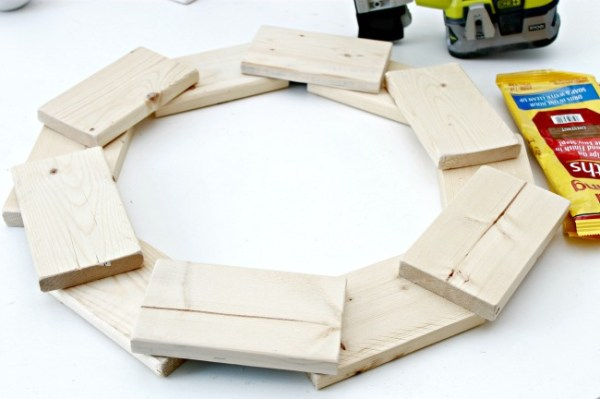 Wood-Wreath