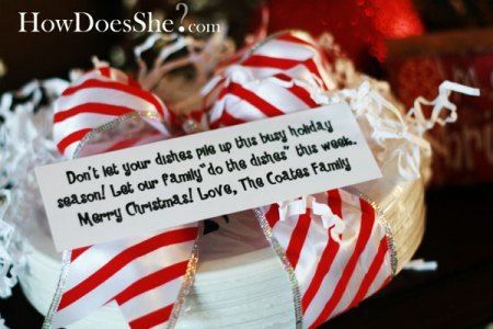 holiday neighbor gift - paper plates - How Does She via Remodelaholic