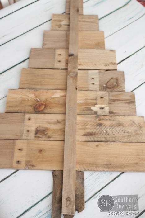 Pallet Wood Christmas Tree.Remodelaholic Diy Pallet Wood Christmas Tree Photo Card