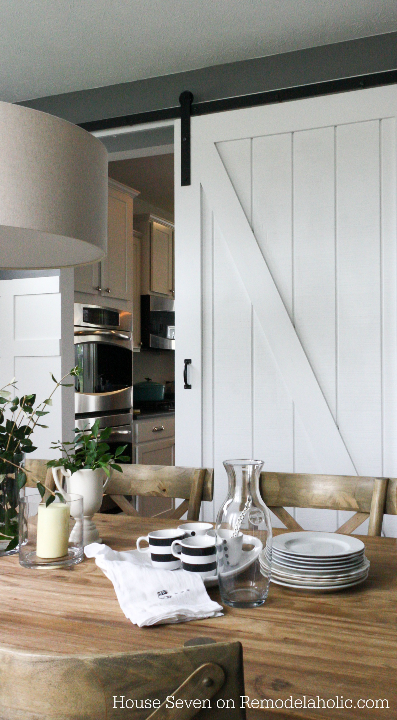 Free Plans And Tutorial Build A Beautiful Sliding Barn Door With Great Detail Using Siding