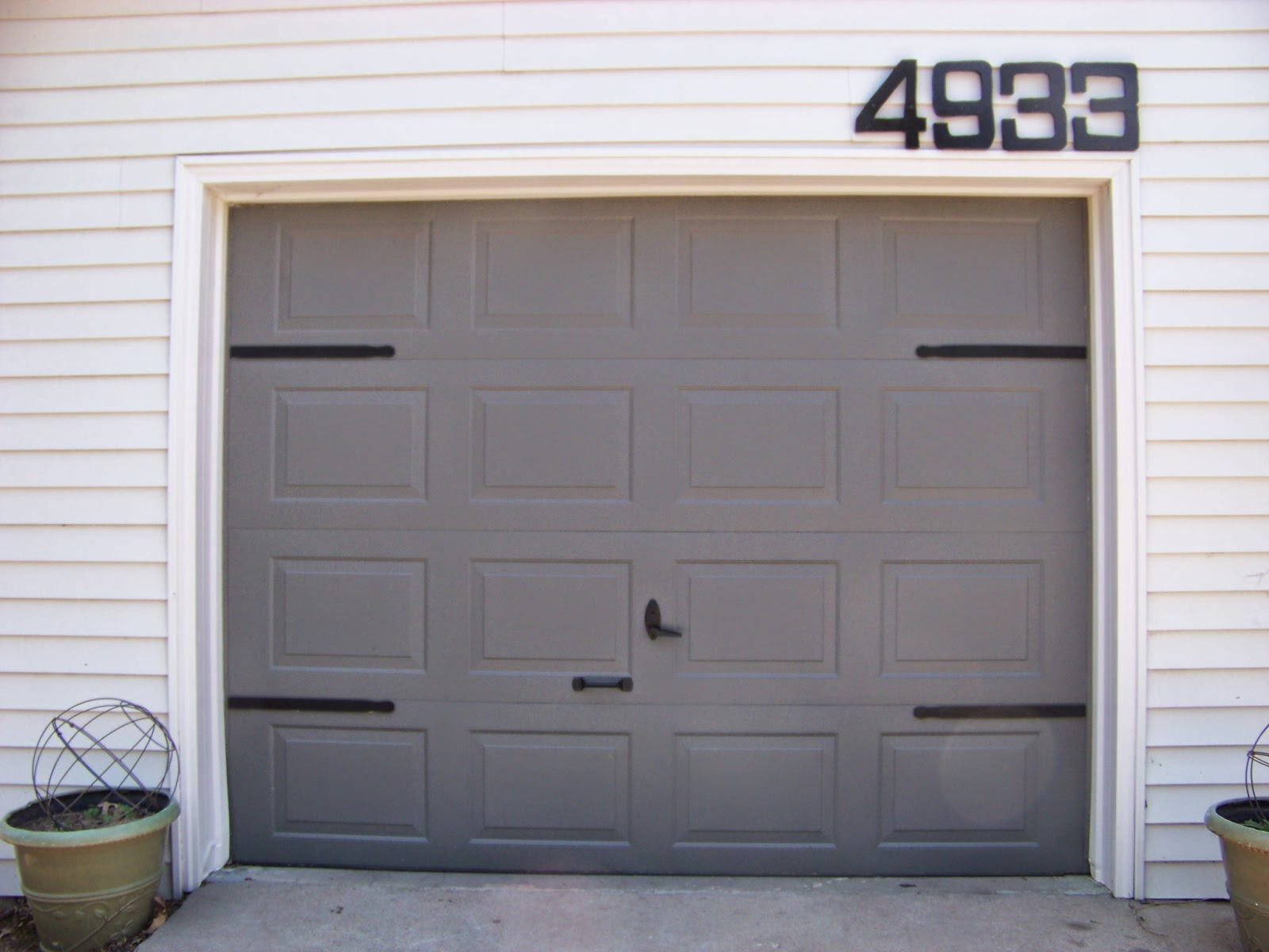 Genial $5 DIY Garage Door Update   Faux Hinges Using Paint Stir Sticks   The  Sunset Lane