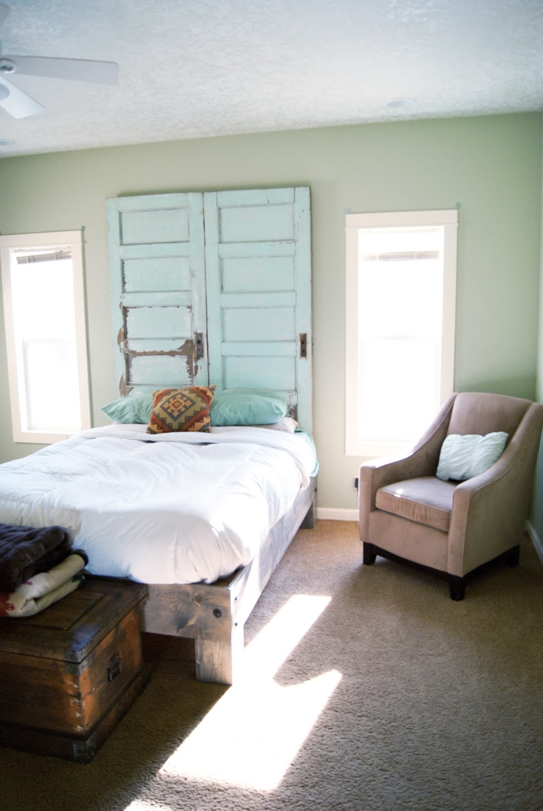 to-ceiling-headboard-averie-lane - Remodelaholic 100+ Ways To Use Old Doors