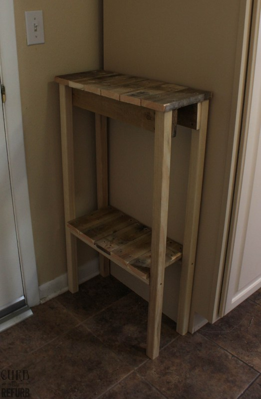 DIY Console Table Upcyled from a Pallet by Curb to Refurb featured on Remodelaholic