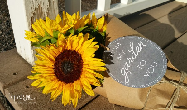 Fresh cut flowers from the garden, gifted with a free printable tag. Perfection!