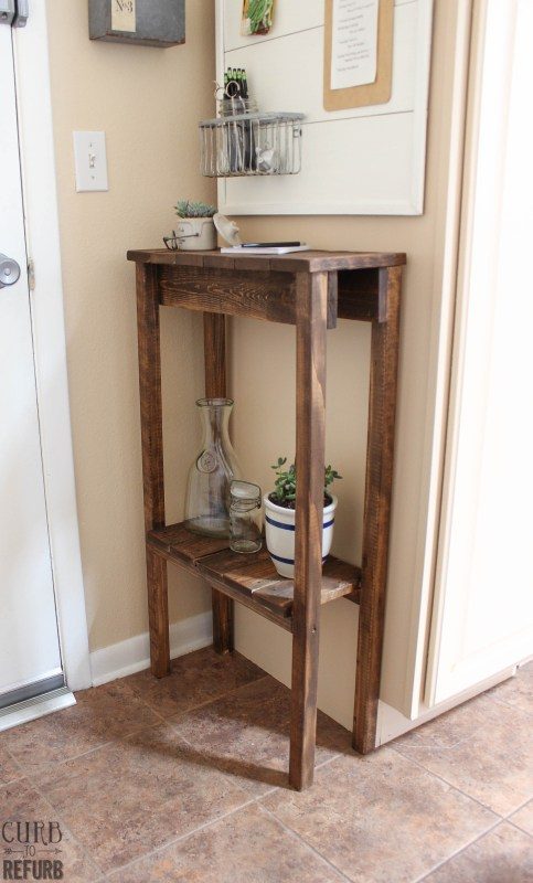 Upcyle a Pallet into a Console Table by Curb to Refurb featured on Remodelaholic