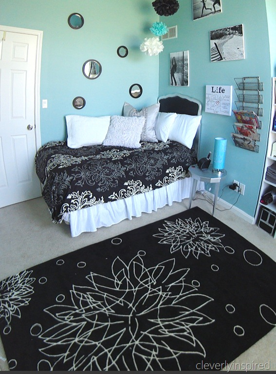 black and aqua girls room