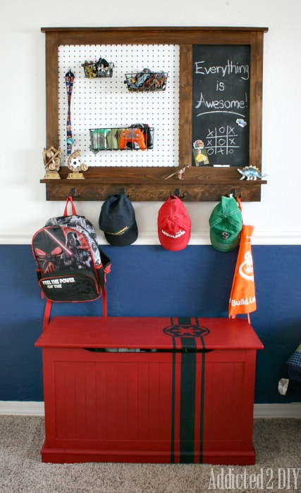 pegboard organizer with magnetic chalkboard (Addicted2Diy)
