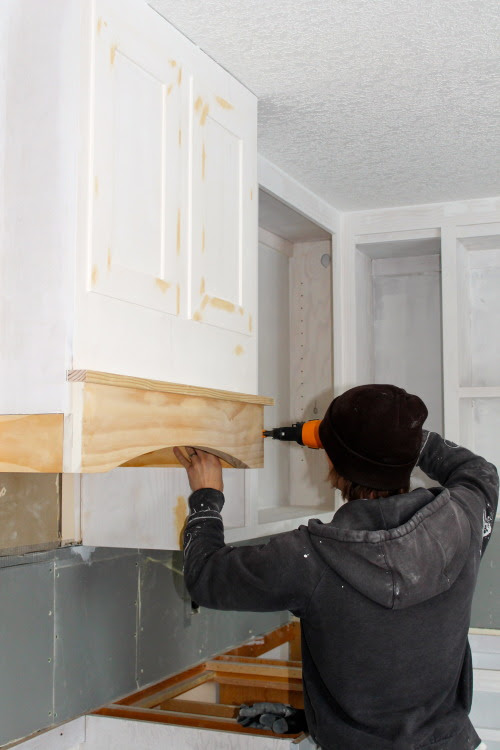 how to build and install an easy and inexpensive range hood, construction2style on @Remodelaholic