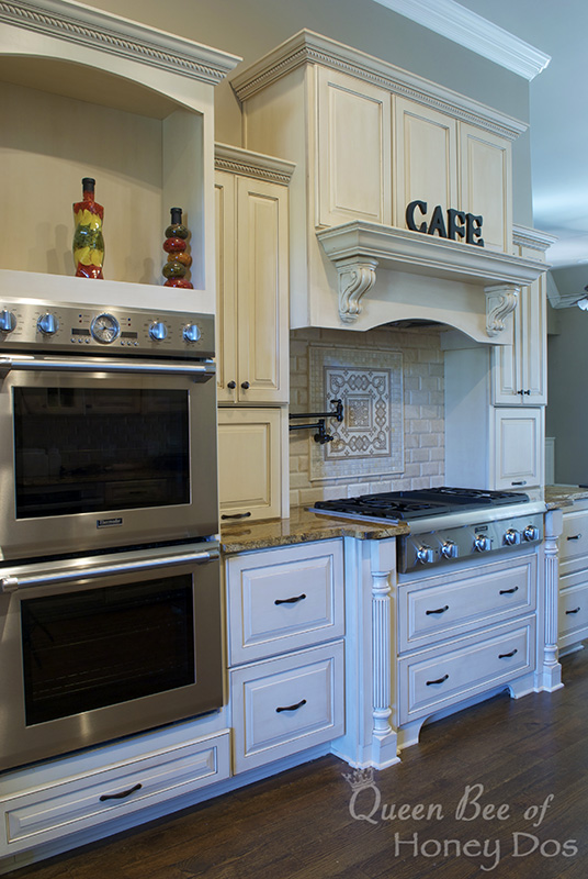 Beautiful white kitchen -- and those drawers have amazing utensil and plate organizers!
