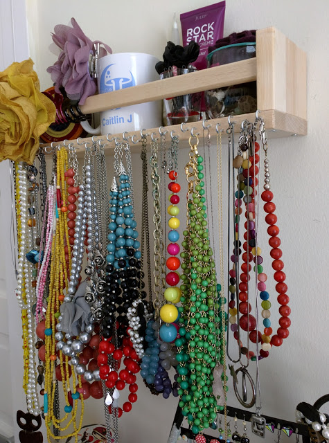 Bekvam Spice Rack hack necklace organizer