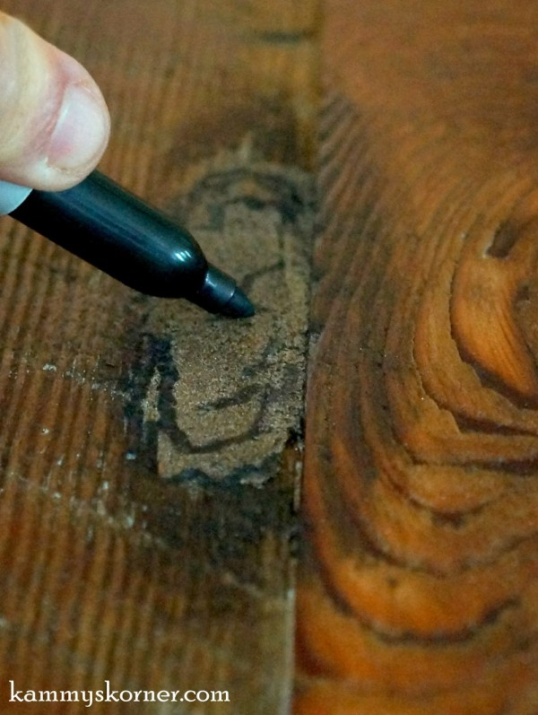 12 How to fill knots when reclaiming barn wood, stainable wood filler and sharpie, by Kammie's Korner featured on @Remodelaholic