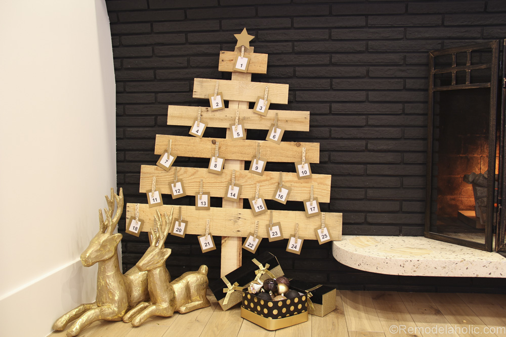 Remodelaholic Diy Pallet Wood Christmas Tree Advent