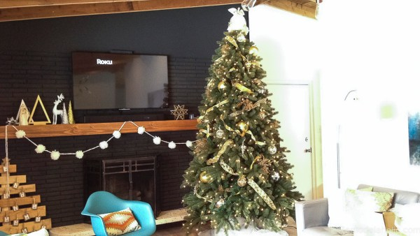 How to decorate an elegant Christmas tree @remodelaholic (3)