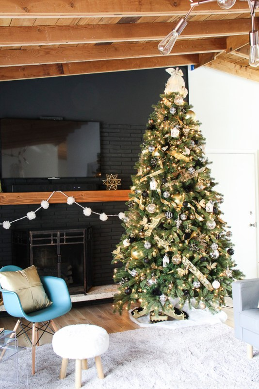 How to decorate an elegant Christmas tree @remodelaholic (6 of 15)