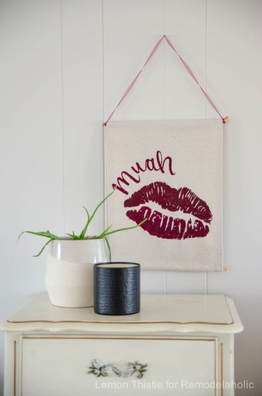 Easy-no-sew-banner-for-a-Valentines-Day-wall-hanging-so-easy-to-customize-for-any-holiday-@Remodelaholic-1