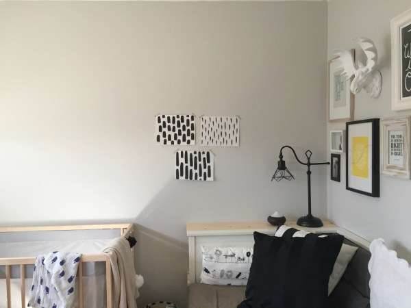 Easy Hand Painted Accent Wall by The Learner Observer for Remodelaholic - Looks like wallpaper and only takes a couple of hours to complete!