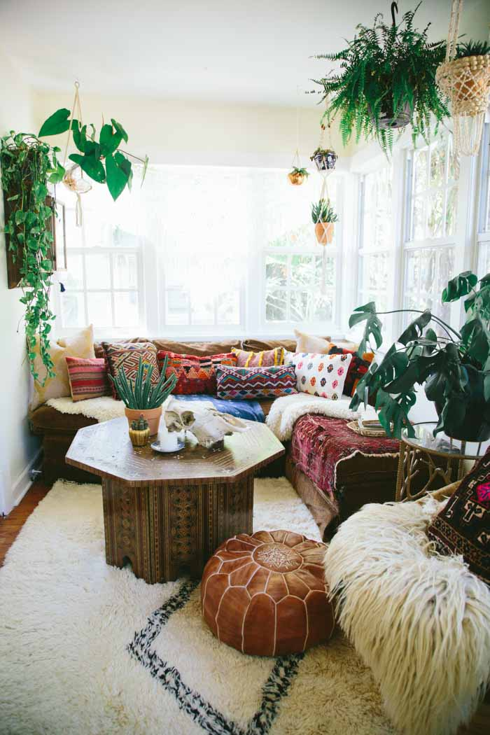 Beach Style Living Room With Plants | Modern Tropical Style On  Remodelaholic.com