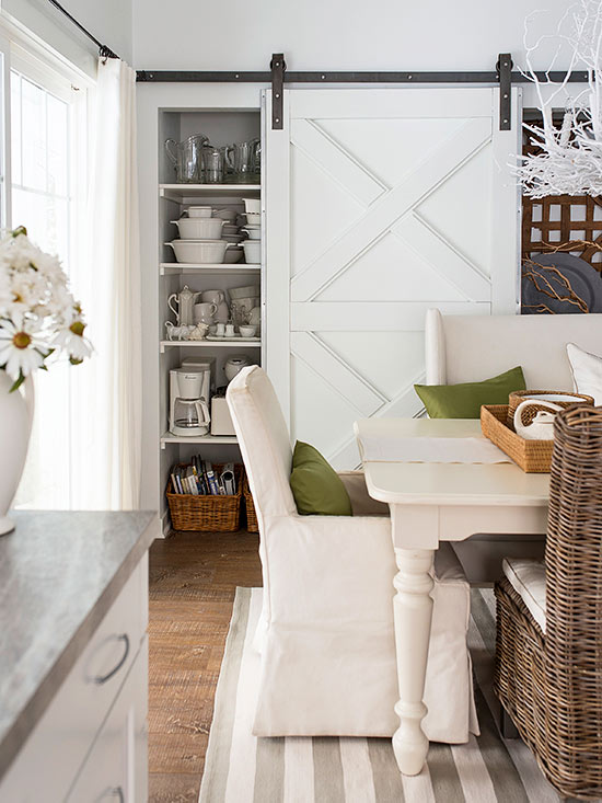 High-Low Farmhouse Dining Room Decor