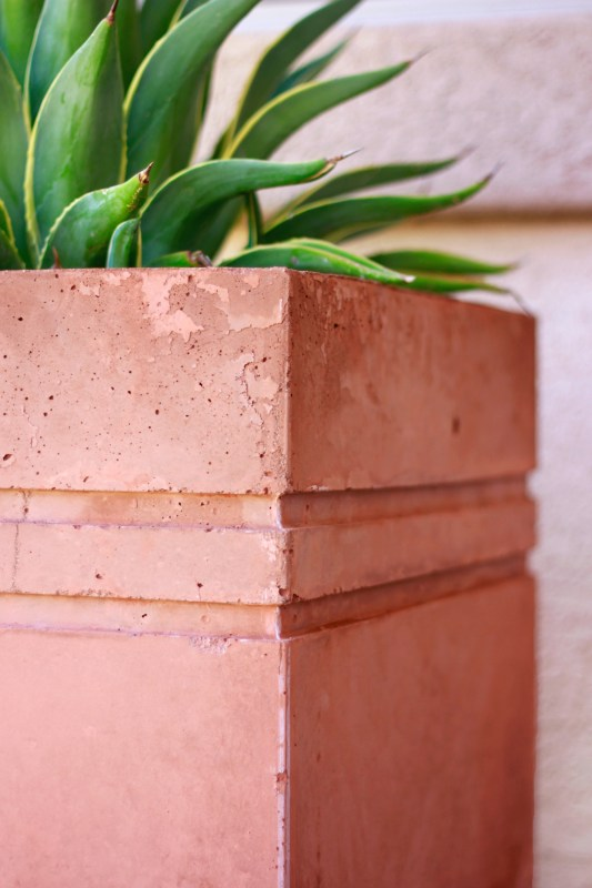 Remodelaholic | How to Make a Tall Concrete Planter