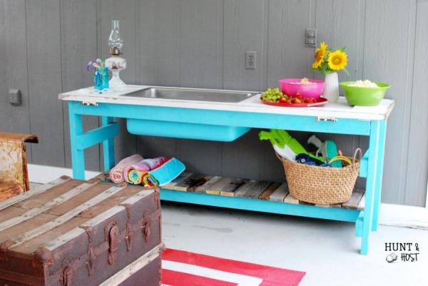 Upcycled wooden door and kitchen sink make a stunning poolside table by Hunt and Host featured on @Remodelaholic