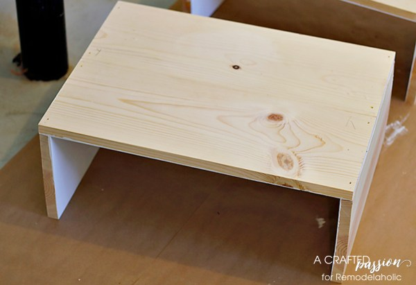 Side table tutorial, DIY boxy side table by A Crafted Passion featured on @Remodelaholic