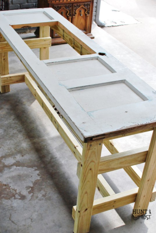 How to turn an old door into a table by Hunt and Host featured on @Remodelaholic
