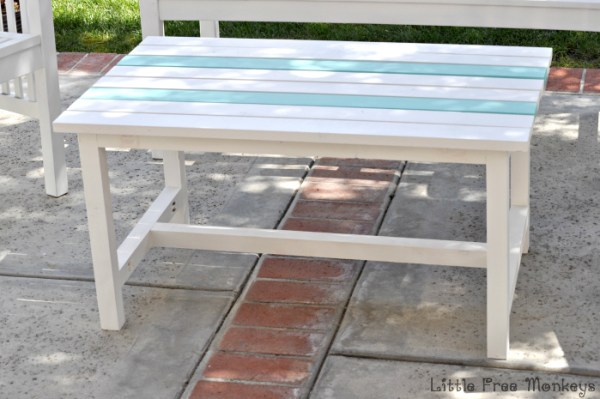 DIY-outdoor-coffee-table- Little Free Monkeys