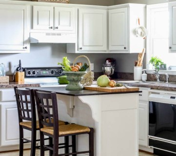 How to Paint Your Kitchen Cabinets in ONE Weekend