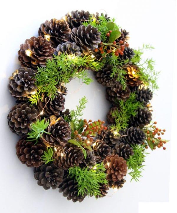 DIY Winter Pine Cone Wreath 1 hour Craft | Remodelaholic