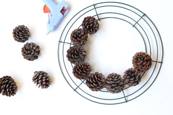 DIY-pinecone-wreath-apieceofrainbowblog (4)