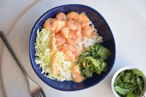 Looking for a yummy and easy recipe? Try this spicy shrimp bowl via remodelaholic.com