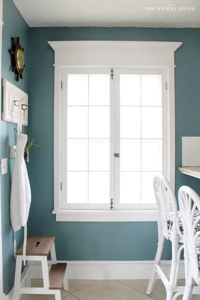Wall color is Aegean Teal by Benjamin Moore. Color Spotlight on Remodelaholic.
