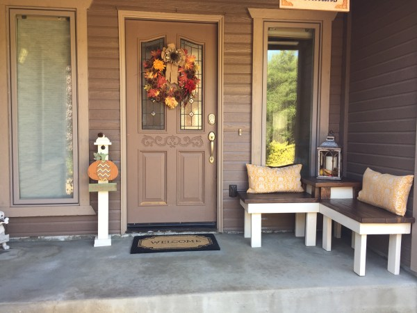 front porch with DIY corner bench, Pinspiration Mommy featured on @Remodelaholic