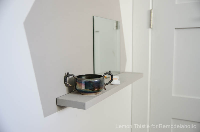 DIY floating vanity- perfect for a tight space or kids room