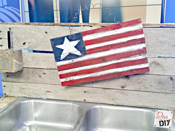 how-to-use-pallets-and-an-old-kitchen-sink-to-build-a-drink-station-for-outdoor-entertaining-diva-of-diy-featured-on-remodelaholic