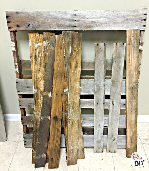 repurposed-pallets-used-to-create-an-outdoor-drink-station-diva-of-diy-featured-on-remodelaholic