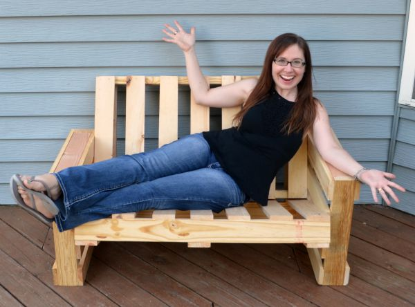 diy-pallet-bench-for-patio-by-one-artsy-mama-featured-on-remodelaholic